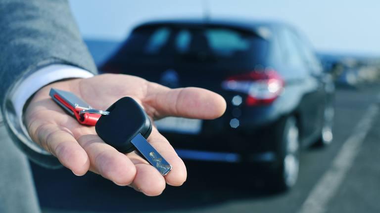 Noleggio auto a lungo termine: conviene?