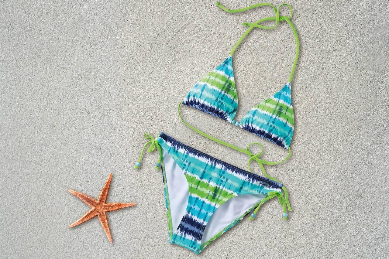 Scegliere il giusto abbigliamento da spiaggia
